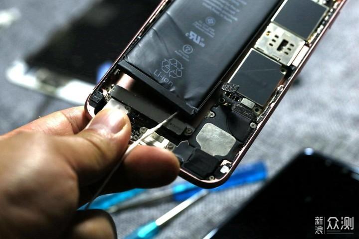 苦于电池久已,苹果6S马拉松电池动手更换测评_新浪众测