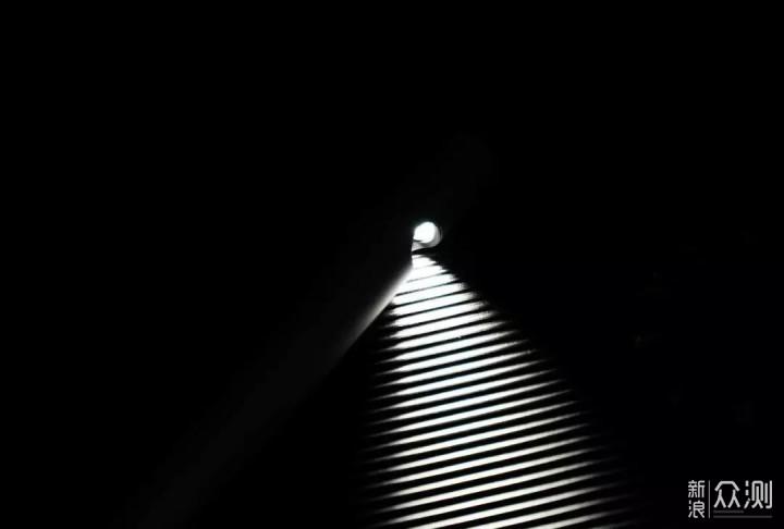 上帝说要有光,我们就做一束光。Jya新光台灯_新浪众测