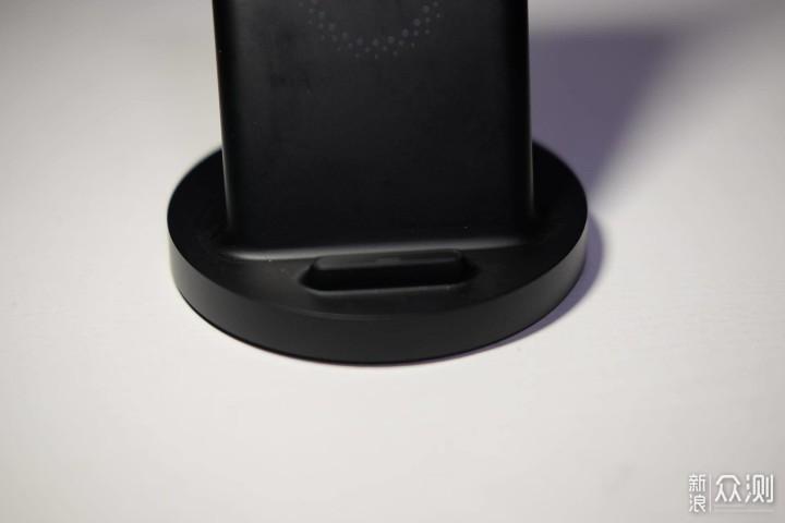 我的iPhone11与无线充电器们_新浪众测