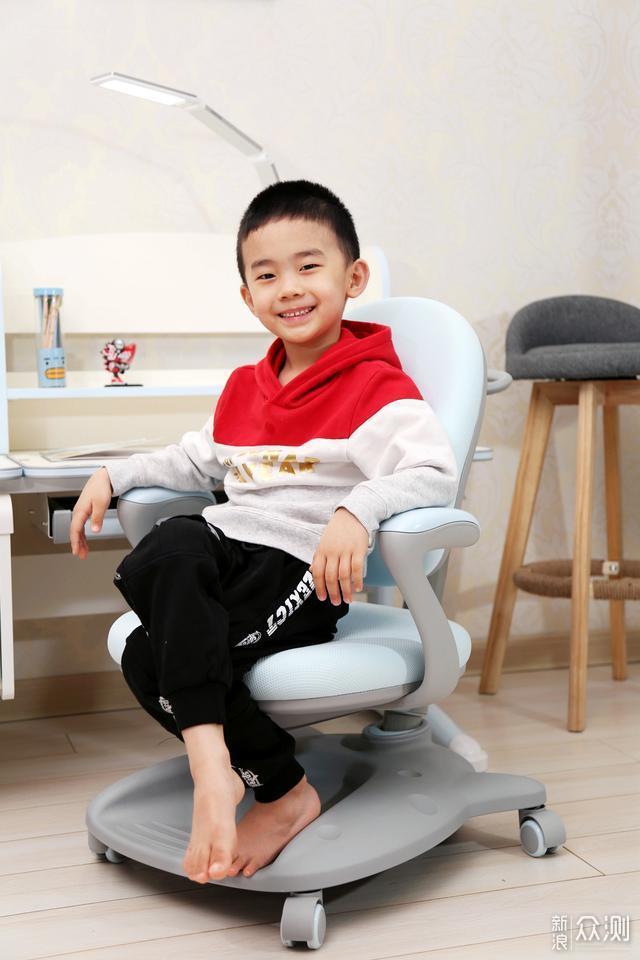 养成良好学习坐姿从一套学习桌开始_新浪众测