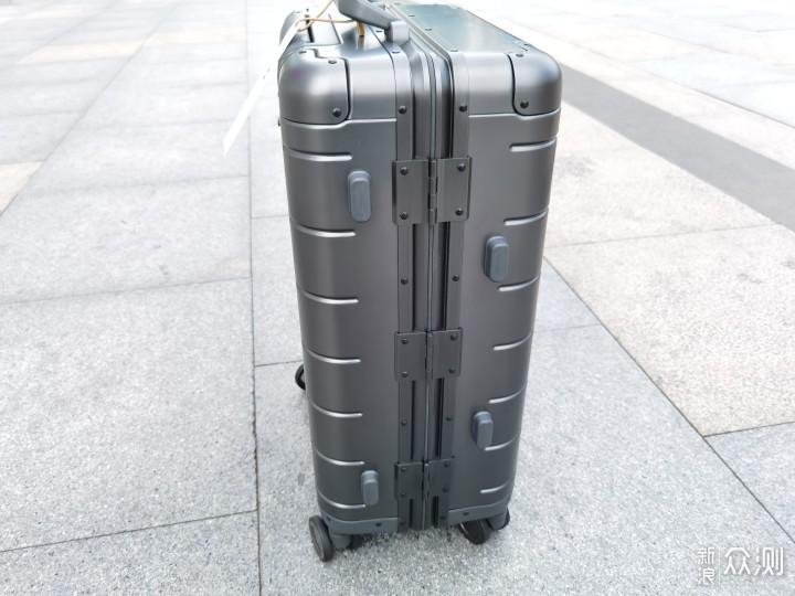 外观时尚,金属风十足,小米金属旅行箱2评测_新浪众测