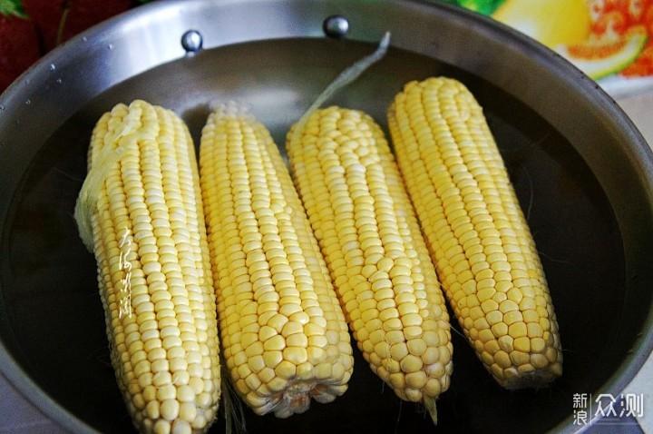 煮玉米什么都不加,只需盖上它,软糯香甜_新浪众测