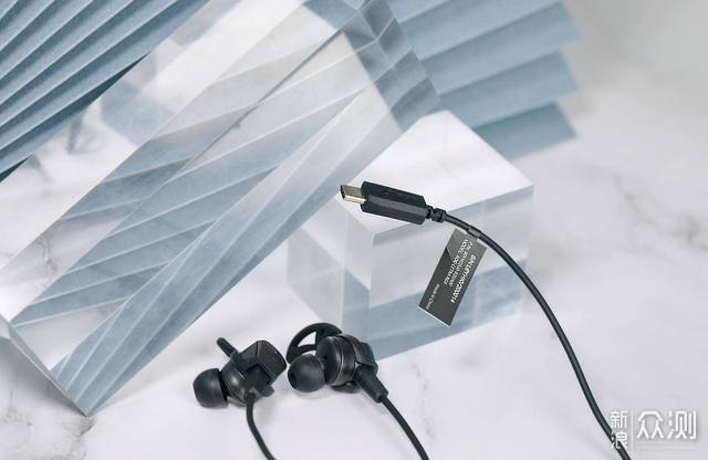 入耳式耳机也有RGB,ROG能给优化游戏体验吗?_新浪众测