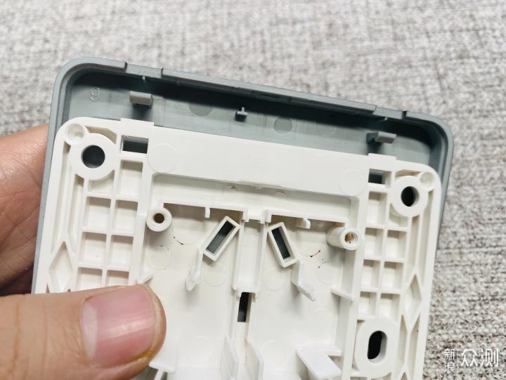 拆成零件看看,什么样的开关插座值得买?_新浪众测