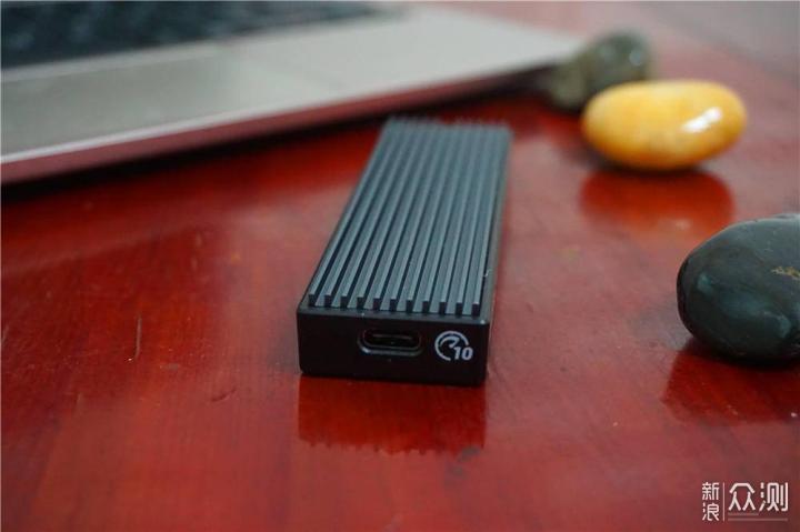 奥睿科m.2硬盘盒子让SSD秒变高速率移动硬盘_新浪众测