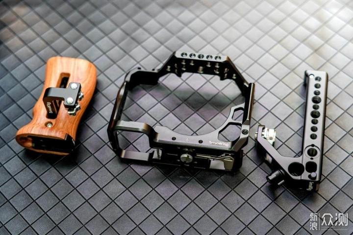 教你把相机变得更专业,斯莫格兔笼套装上手_新浪众测