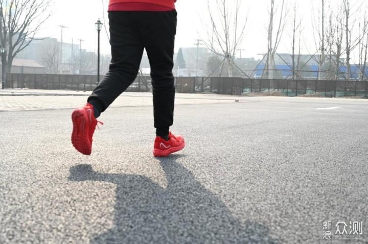 智能芯加持,咕咚智能跑鞋10K体验_新浪众测