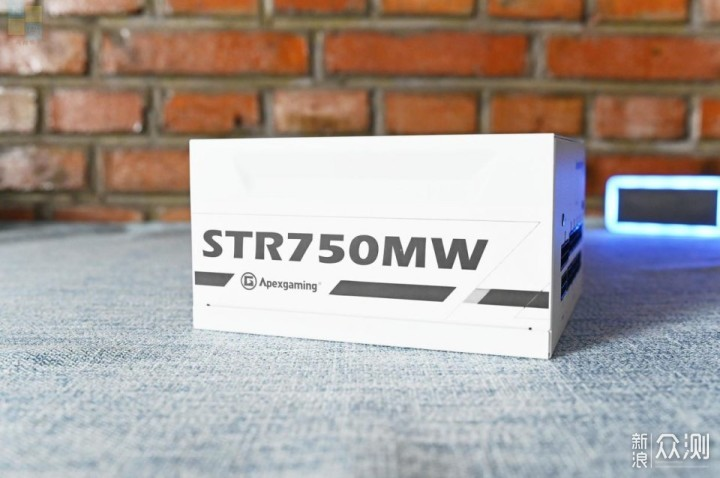 简约精致的白色电源艾湃电竞STR750MW上手_新浪众测