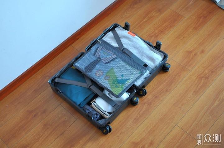 周末全家拉着地平线8号旅行箱出去玩,挺好用_新浪众测