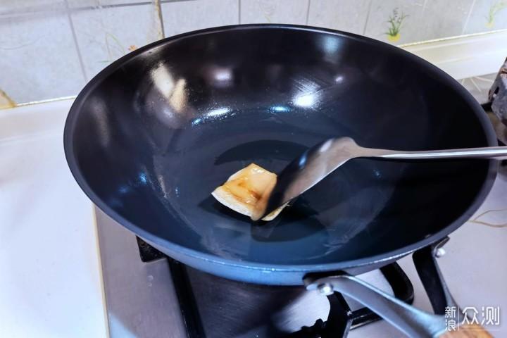 三禾窒氮轻铁锅:可单手轻松颠起的无涂层铁锅_新浪众测