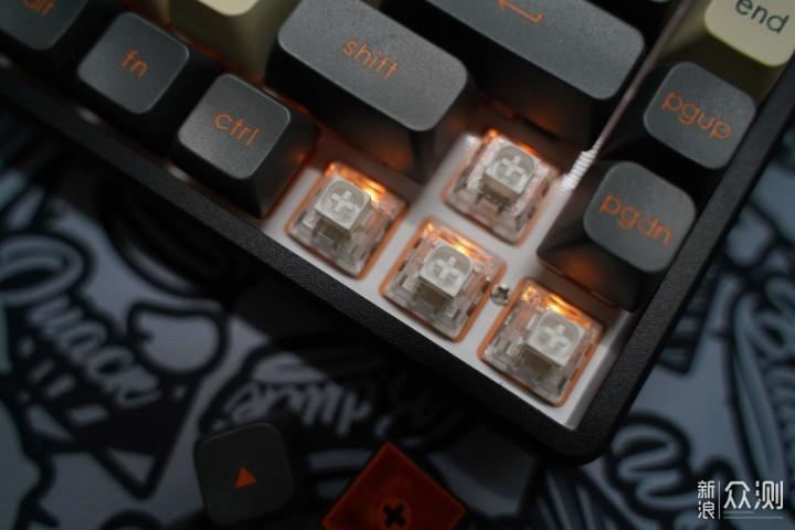 体验下月白轴的手感,黑爵K690T机械键盘体验_新浪众测