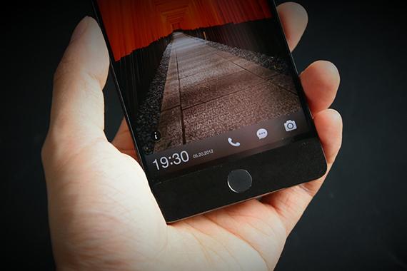 坚果Pro手机:情怀是送的,设计和系统才是价值
