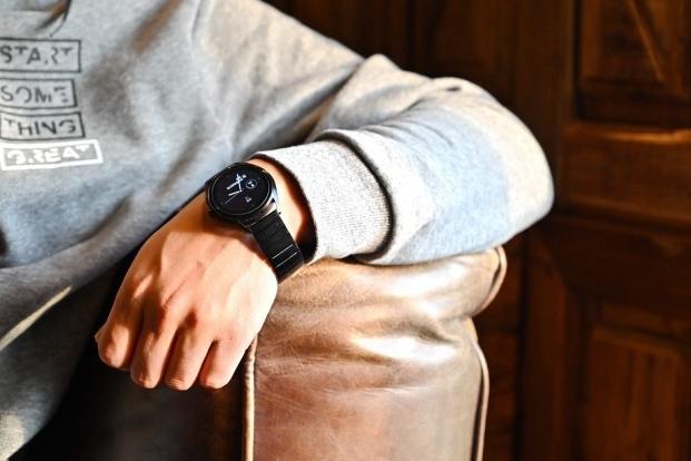 奢侈的第一次亲密接触——阿玛尼智能腕表