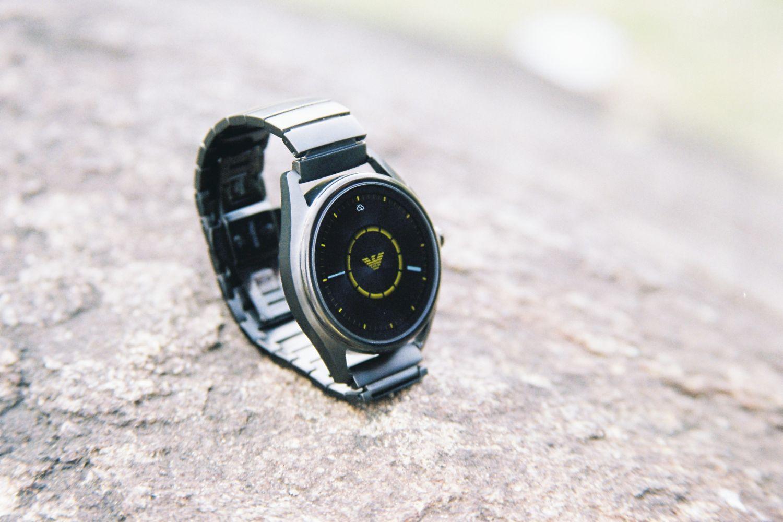 阿玛尼的智能手表怎么样?能用不一定实用