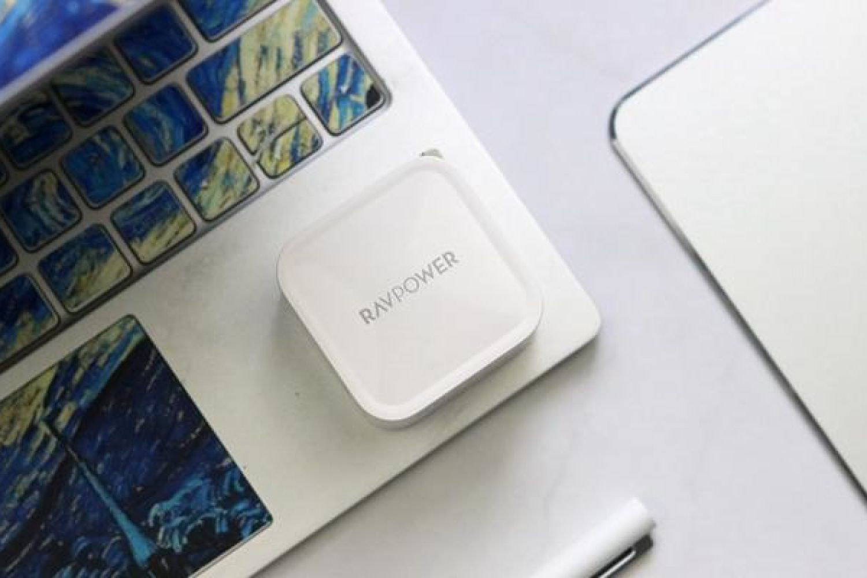 难以置信的微小体积:RAVPower 61W充电器体验