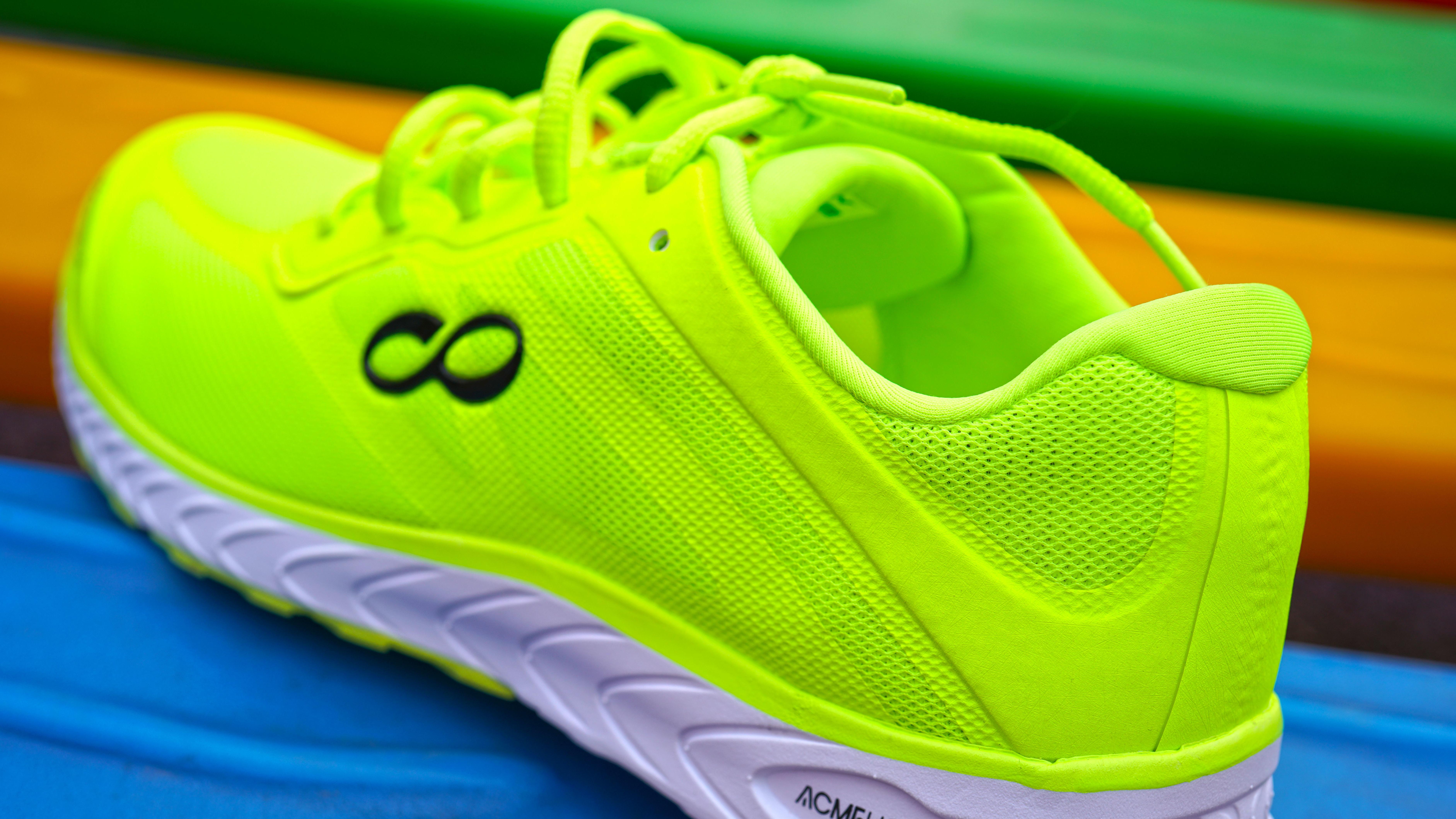 咕咚智能跑鞋42k,首款全马跑鞋之选