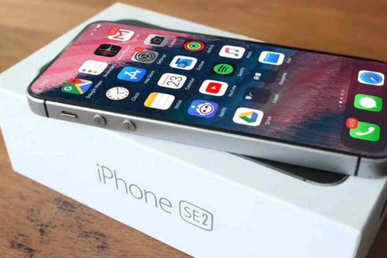 新iPhone会不会叫11C?网友:不管,价格重要