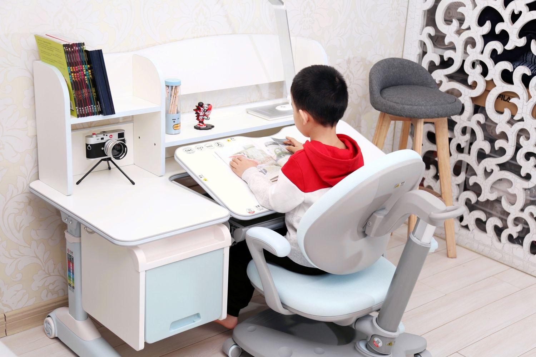 养成良好学习坐姿从一套学习桌开始