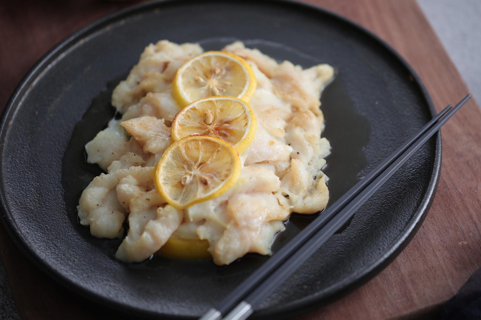 龙利鱼既蒸又烤,加入柠檬,酸甜可口,特别鲜