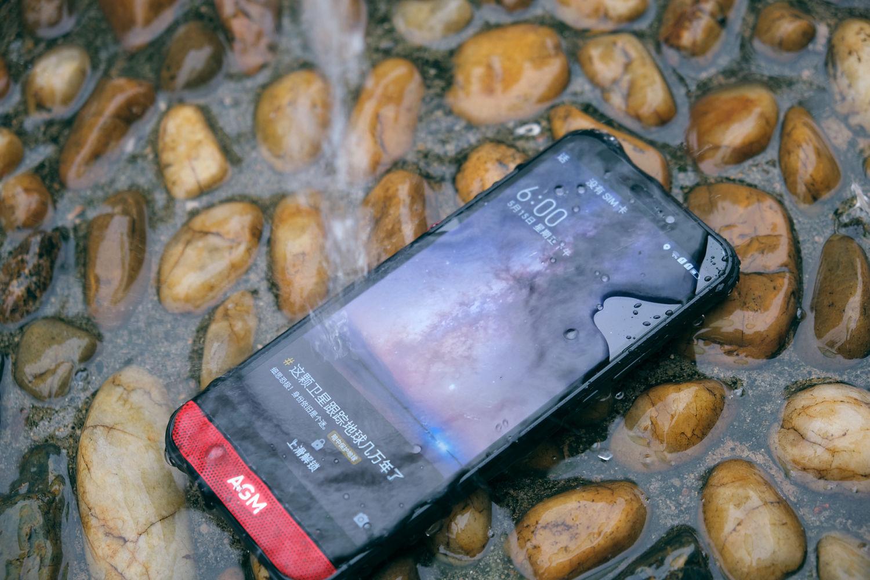 不让关爱成为负担:AGM H2三防手机