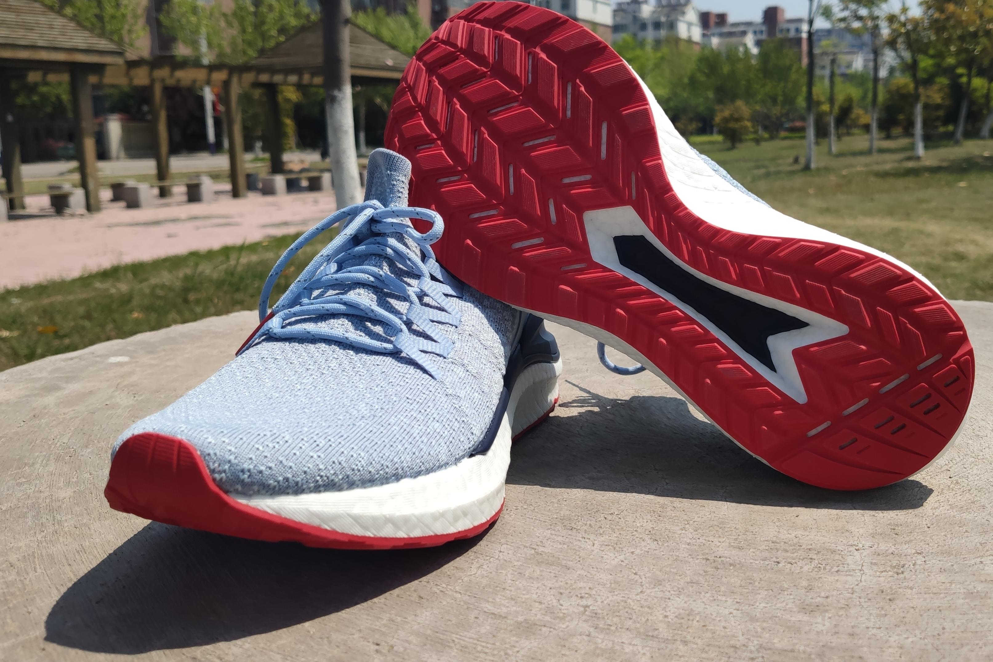 米家运动鞋4黑科技加持更加Q弹更加轻盈