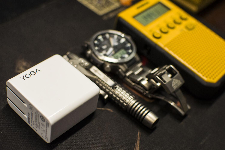 高功率、多兼容、快充电:联想YOGA充电头