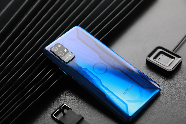 荣耀Play4 Pro机甲蓝手机测评,它不止是颜值