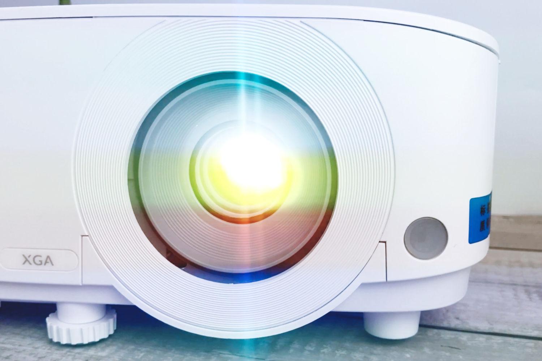 这也能成为生产力工具,明基E520智能投影仪