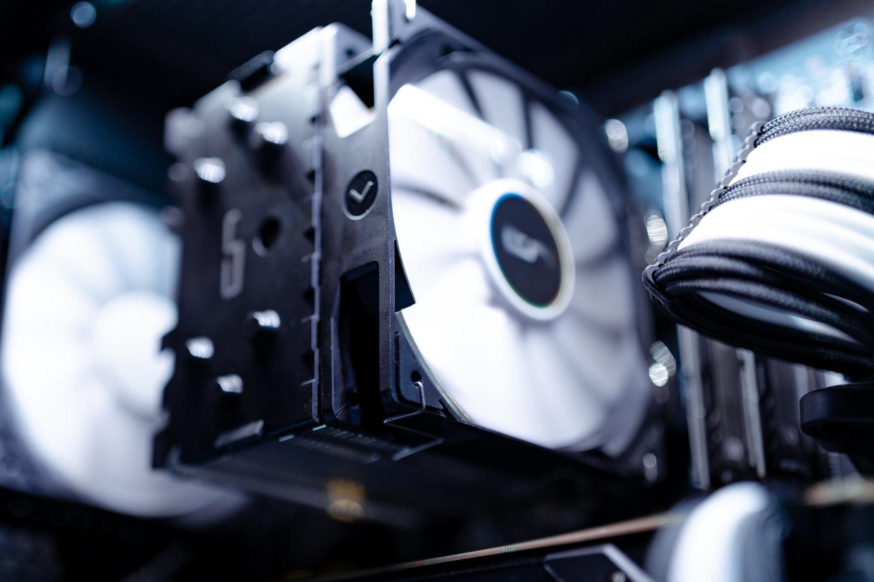 炎炎夏日,迎广SR36一体式水冷为CPU保驾护航