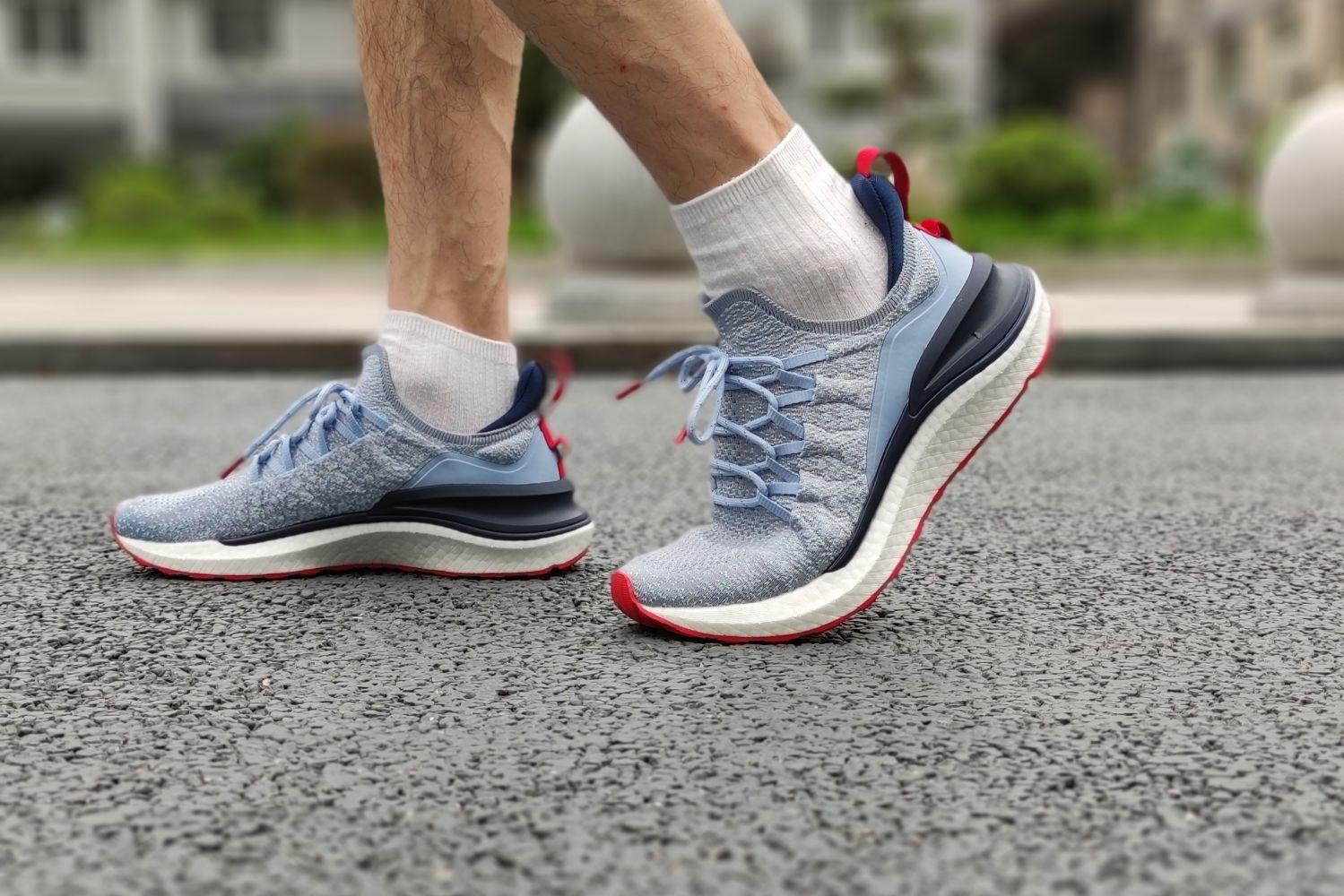 米家运动鞋4出街有颜值 运动有软弹一体鞋底