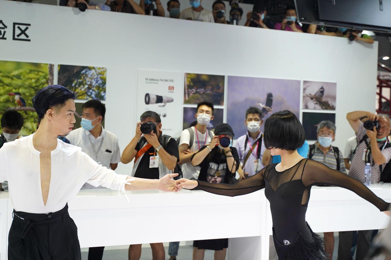 走马观花逛展会。上海国际摄影器材浮光掠影