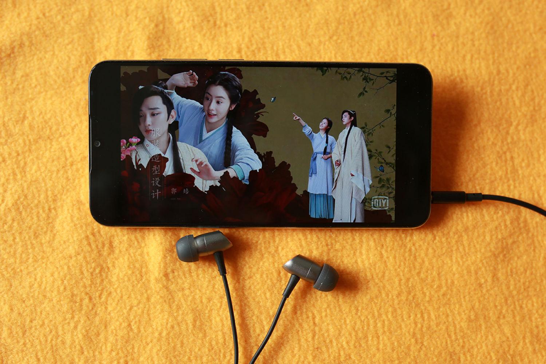 爱追剧之徕声T200耳机可作一条随身必备款