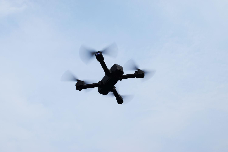 主摄角度可调、便携可折叠的傲基Z11无人机