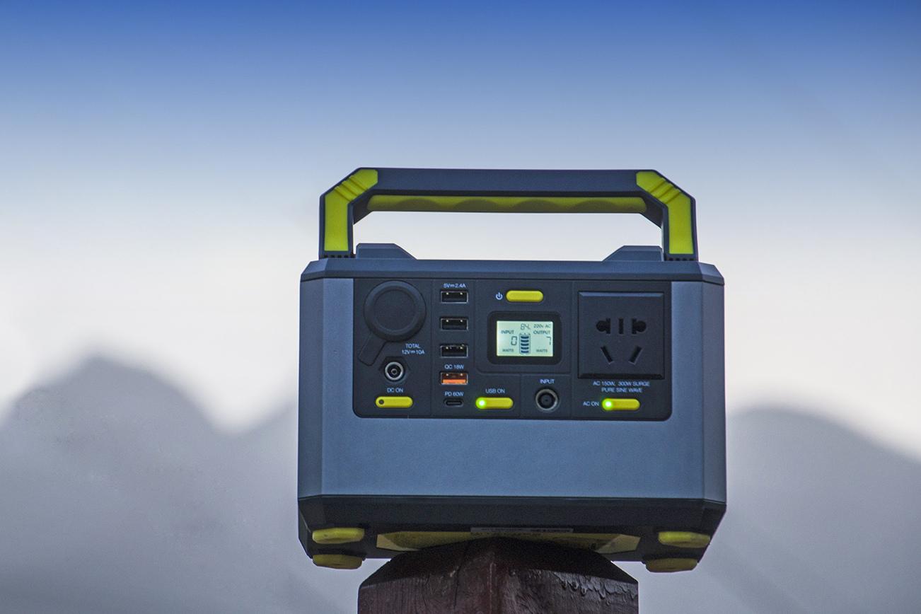青山绿野间,轻巧携电来:便携户外电源NPS200