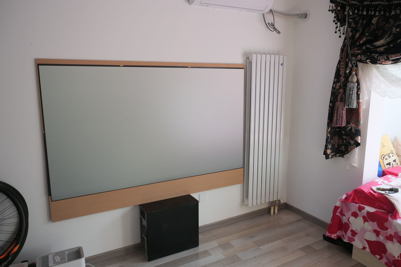 我把出租屋的卧室改成了80寸大屏影音娱乐室