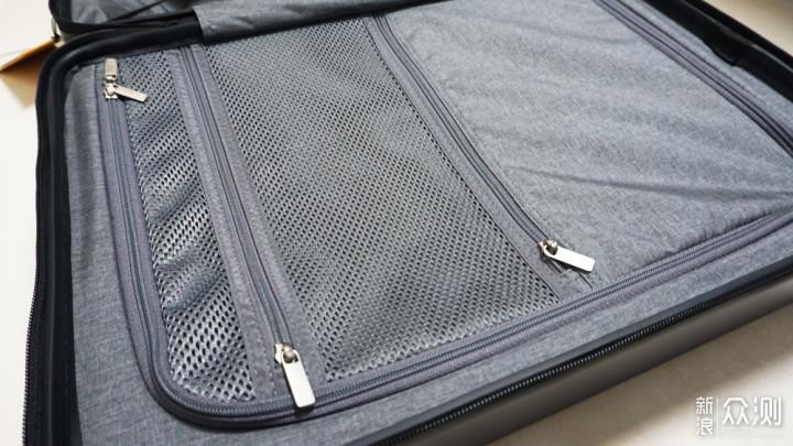 前开口一键取物,行李箱还能给电子设备充电_新浪众测