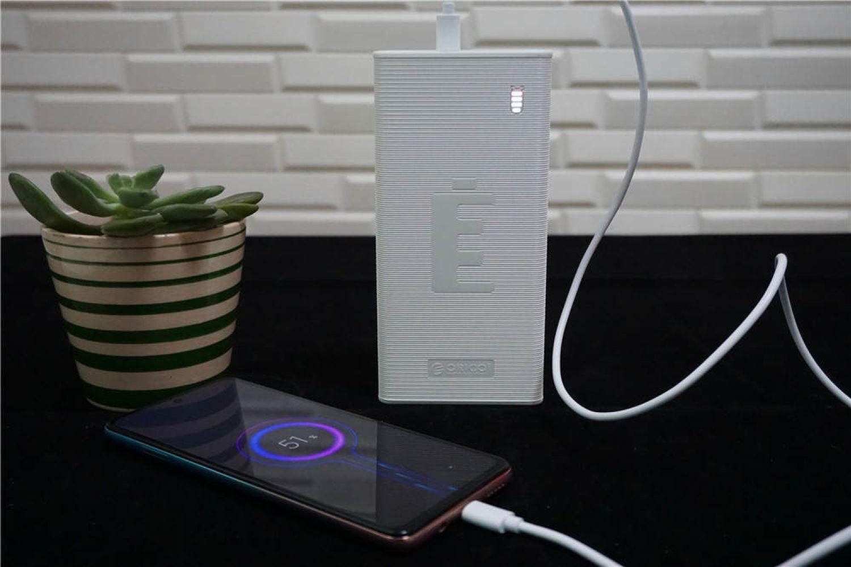 Orico3万毫安充电宝:手机电量告急不用愁