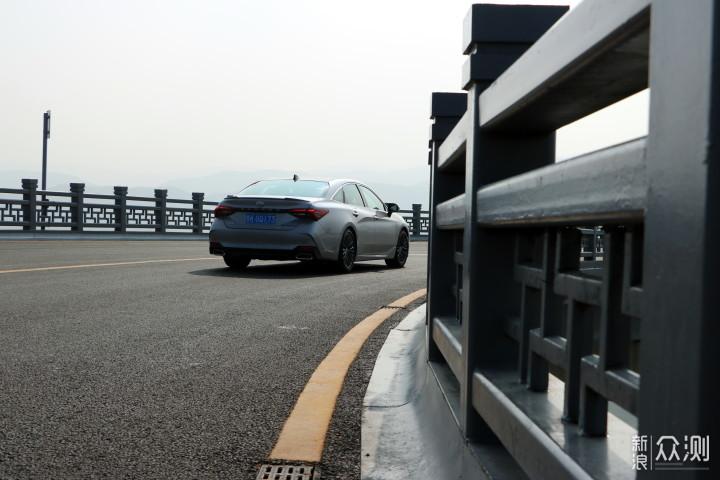 d13ab73ca98bf6e3a8565b9e82fae99f - A colorful holiday that belongs to everyone, Asian dragon punches in the red bridge of Taiyuan net_Original-Sina.com