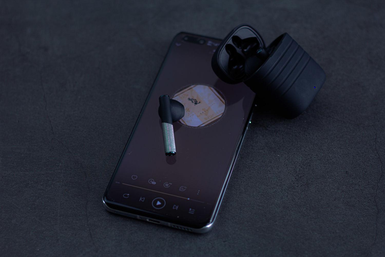 极具性价比的TWS蓝牙耳机,JBU J5,无线充电