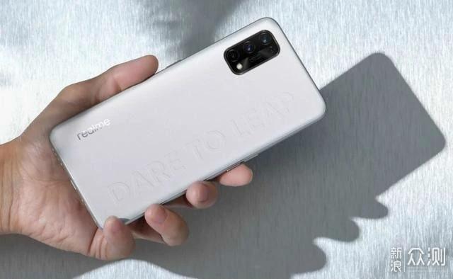 仅1699元 8G内存和65W快充 这款5G手机很超值_新浪众测