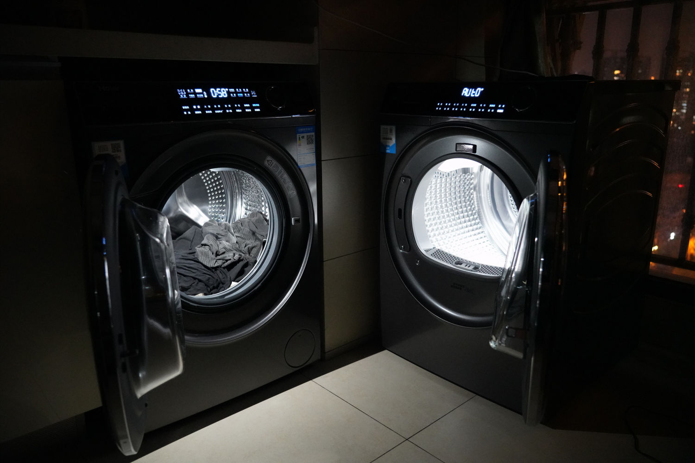 海尔纤美洗烘套装-超薄洗衣机+热泵干衣机展示