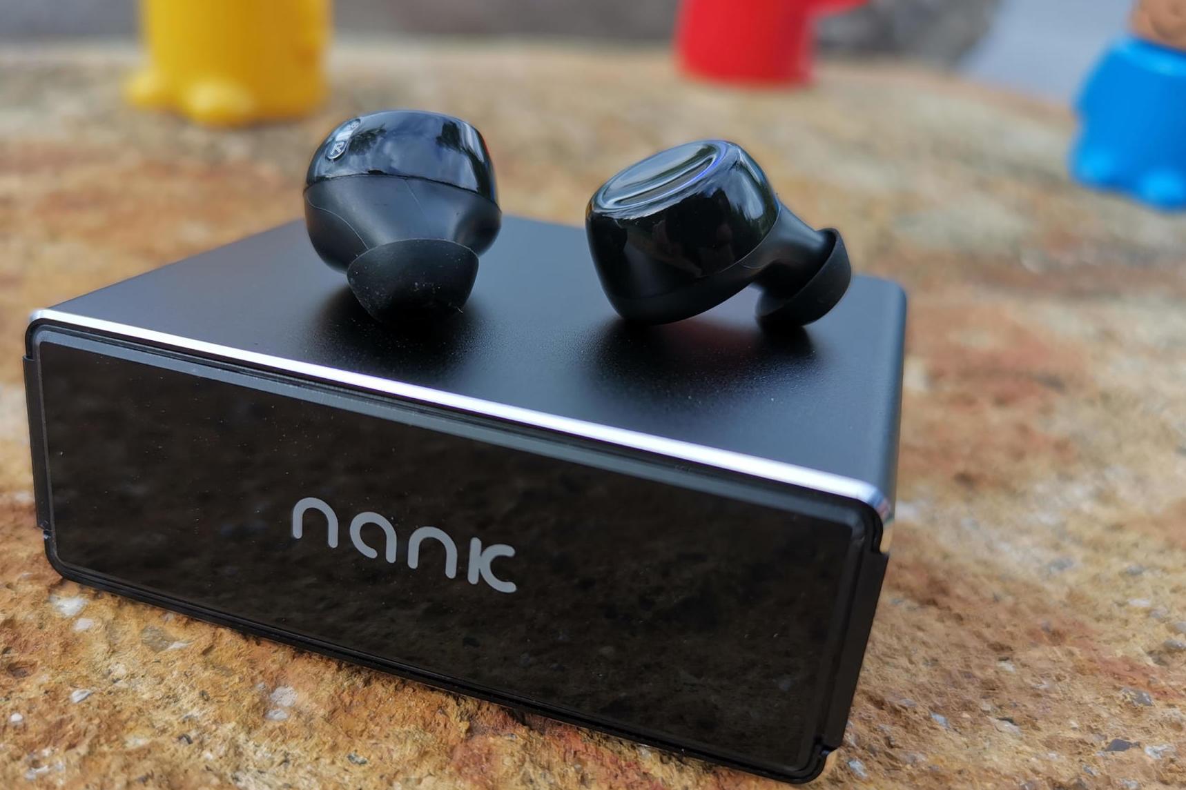 南卡N2s蓝牙耳机:听歌,充电,两不耽误