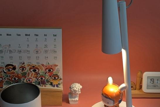 小爱语音播报并开灯,这才叫智能居家办公桌!