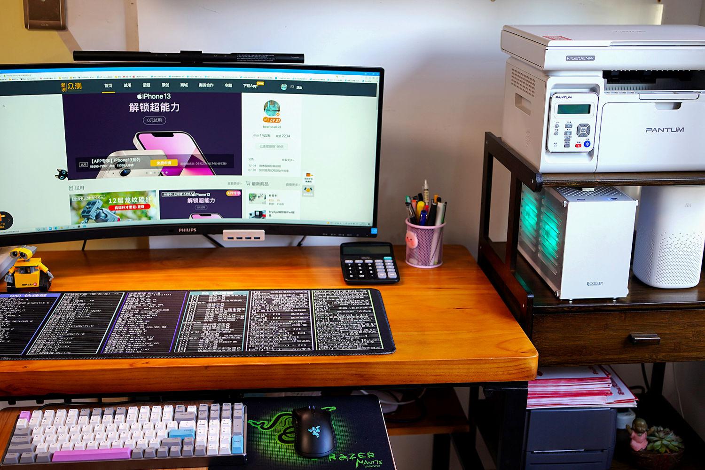 攒台放到架子上的ITX主机,还可以让桌面大点