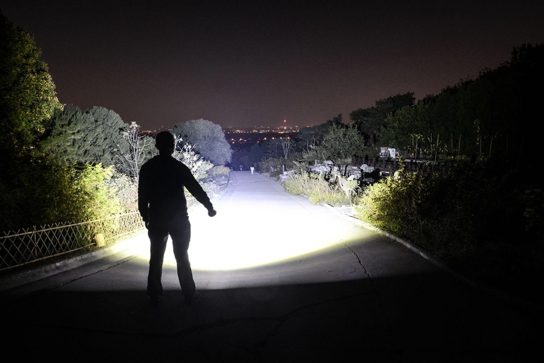 光明在手、何惧黑暗:骇客HK07强光手电